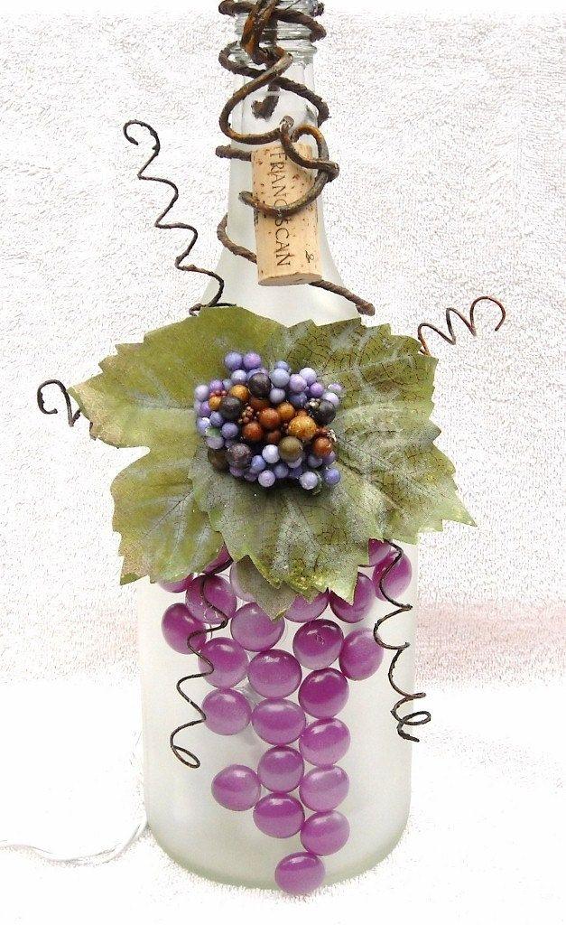 bottiglia con grappolo d'uva