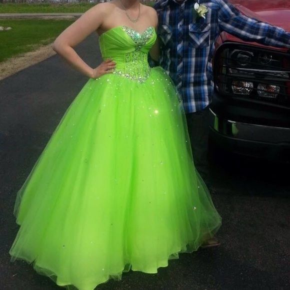 Prom dress Beautiful lime green prom dress lace up in back don't need it anymore so getting rid of it also comes with a crinoline for underneath Mori Lee Dresses Strapless