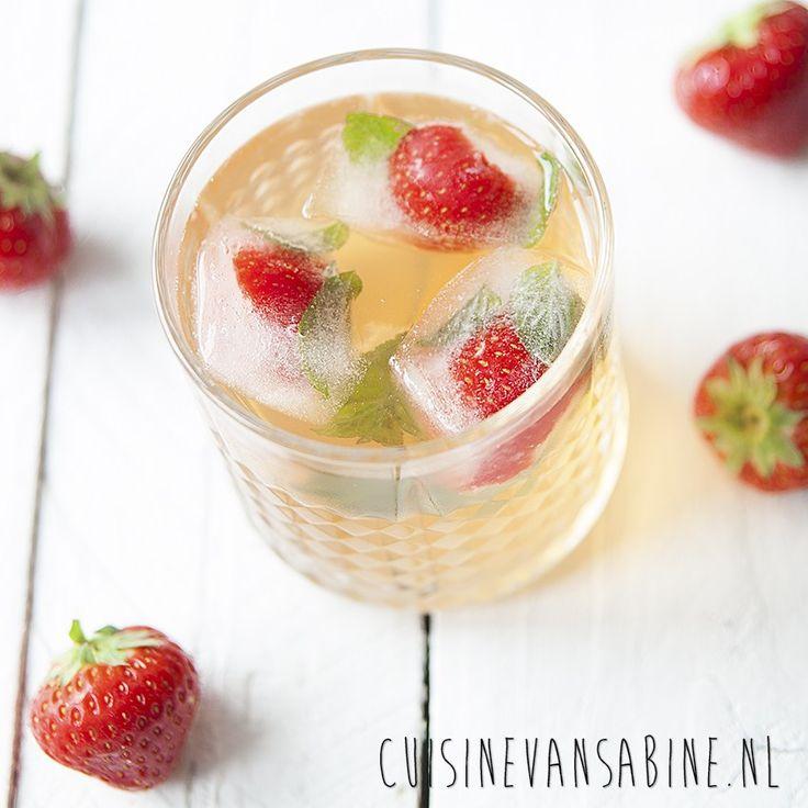 Heerlijk verfrissende home made ijsthee met aardbei en munt | Home made ice tea with strawberry and mint