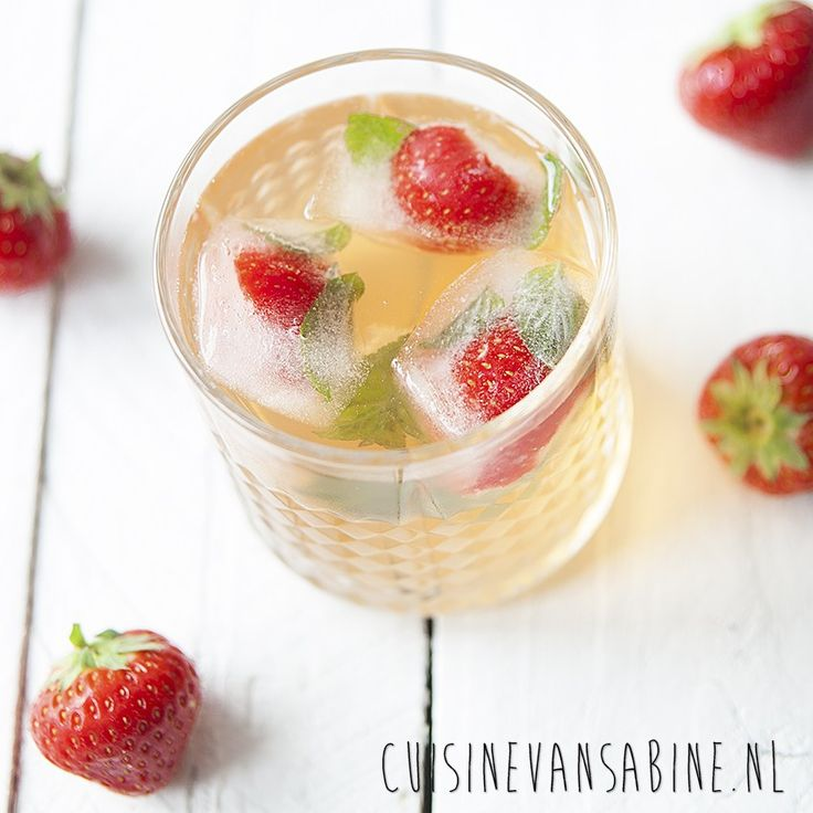 Heerlijk verfrissende home made ijsthee met aardbei en munt | Home made ice tea with strawberry and mint