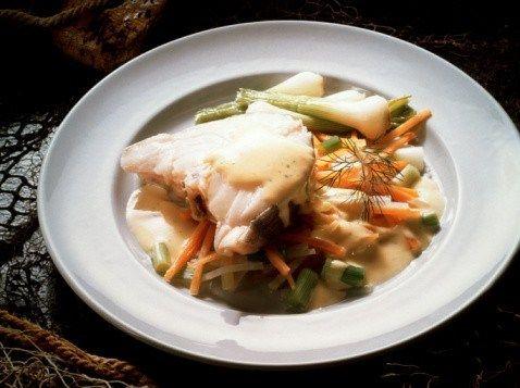 Жареная рыба с салатом из зеленой фасоли