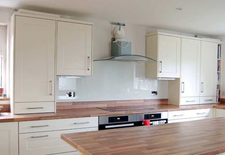 Clear acrylic splashback - cabinet maker is talking about using this type of product? ???