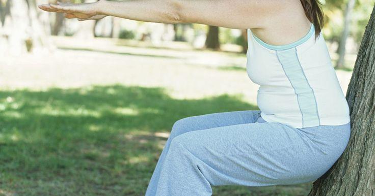¿Qué ejercicios me ayudan a obtener glúteos y muslos gruesos?. Agrandar el tamaño y la forma a la parte inferior del cuerpo requiere aumentar la masa muscular magra a través del entrenamiento de fuerza. Realizar flexiones desarrolla los glúteos, los isquiotibiales y los cuádriceps al mismo tiempo. Las sentadillas es uno de los pocos ejercicios que trabajan el 75 por ciento de los músculos en un solo ...