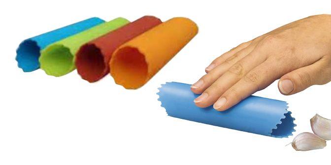 SBUCCIA AGLIO - ZEAL  Strumento realizzato in silicone, si inserisce lo spicchio d'aglio all'interno del tubo di silicone, lo si fa ruotare sotto il palmo della mano con una leggera pressione, e l'aglio si sbuccia perfettamente.  Disponibile nei colori: ROSSO, GIALLO, VERDE, LILLA, BLU e AZZURRO.