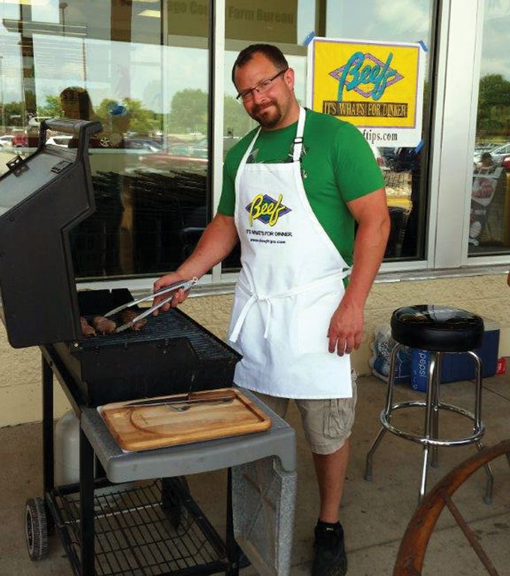 Winnebago County - July Beef Promotion - The Winnebago County Farm Bureau held its July Beef Promotion event at the Festival Foods in Oshkosh. The promotion was held outside with live grilling, beef samples, recipes and a question display. More than 1,000 customers saw the display.