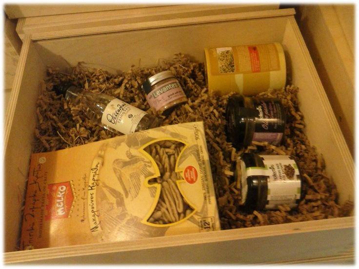 Η νέα δουλειά της Greek Bees για το συνέδριο του ΟΤΕ στο THEOXENIA, με δώρα για τους επισκέπτες από την Ελλάδα και το εξωτερικό με θέμα Γεύσεις & Αρώματα Ελλάδας:  Μακαρούνες Καρπάθου, Τσίπουρο Θεσσαλικό, Ρίγανη Ηπείρου, Πατέ Ελιάς Κρήτης, Πατέ Κάπαρη, Μείγματα αλατιών & Μπαχαρικών Δείτε περισσότερες δουλειές της Greek Bees στο http://www.greek-bees.com/our-work.html