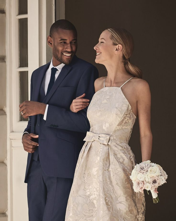 Look timeless in our short Début bridal dress