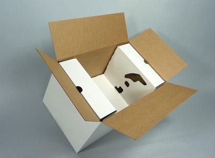 Imballaggio per fari auto: la soluzione di imballaggio sviluppata prevede la sostituzione dell'imbottitura di plastica con un inserto in cartone ondulato per proteggere il prodotto.