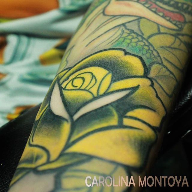 Detail -detalle #rose #rosetattoo #tattoo #yellowrose #yellowrosetattoo #detailtattoo #caromontoyatattoo  #sacrotattoo