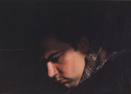 LUIS DESENHA: Nessa altura o auto-retrato fotográfico era em pap...