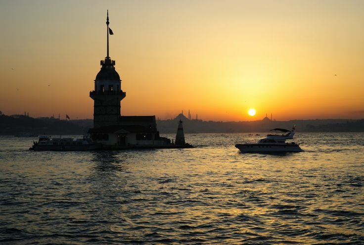 Organizing an Istanbul incentive? Here's why you should include a Bosphorus dinner cruise. #bosphoruscruise #istanbul #travel #sunsetsruise