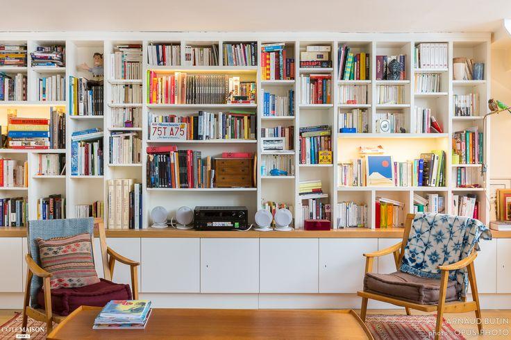 La bibliothèque de l'atelier d'artiste à Paris. Plus d'infos sur Côté Maison. http://bit.ly/1jg7Hjl
