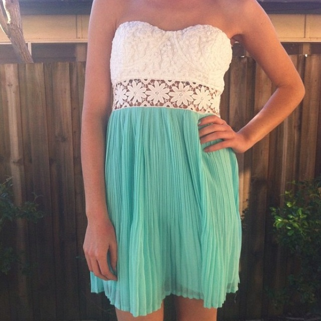 summer dress: Dresses Clothing, Fashion Ideas, Dreams Closet, Bright Color, Cute Dresses, Bridesmaid Dresses, Summer Parties, White Lace, Cute Summer Dresses