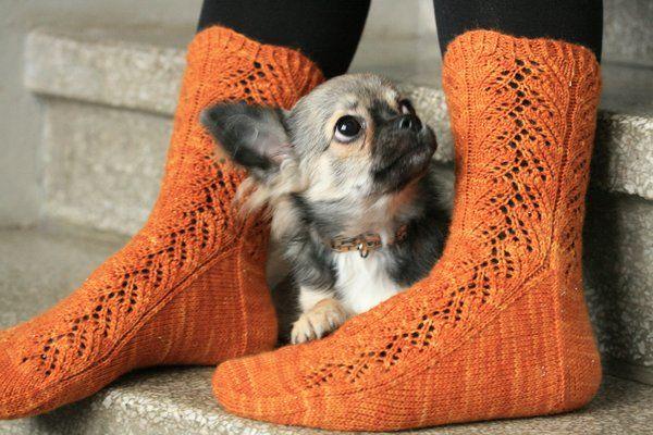 Ulla 01/15 - Ohjeet - Saniaissukat. Free lacey sock pattern in Finnish.