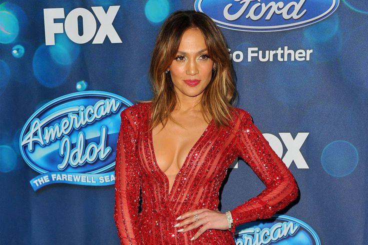 Jennifer Lopez Introduces New Song - MuzWave