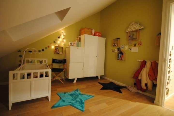 Come arredare la cameretta per un neonato: mobili che possono avere una nuova funzione con la crescita del bambino, colori adatti e attenzione alle esigenze