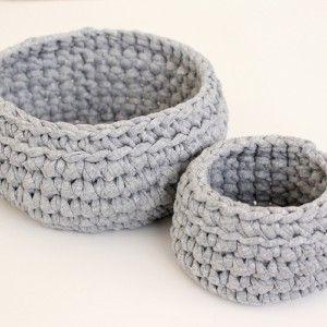 Duo de paniers gris au crochet www.ateliernat.com L'amour du fait-main Catalogue et sur mesure