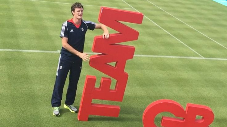 Jamie Murray (brother of Andy) holding up the 'team'!
