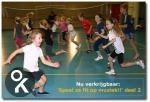 Lekker bewegen op muziek in de gymzaal. Sommige oefeningen zijn ook geschikt om tussendoor in de klas te doen.
