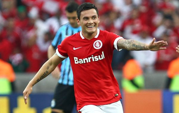 Chelsea are preparing to make a move for Chile international midfielder Charles Aranguiz
