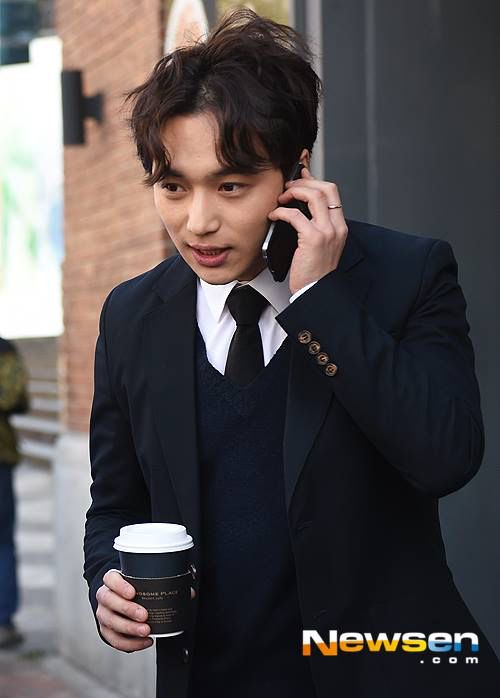 Misaeng: Byun Yo Han while treating office workers to coffee