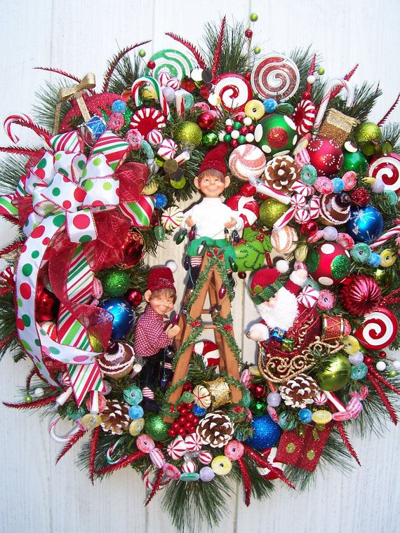 TANGLED LIGHTS Elves Christmas Wreath, wow