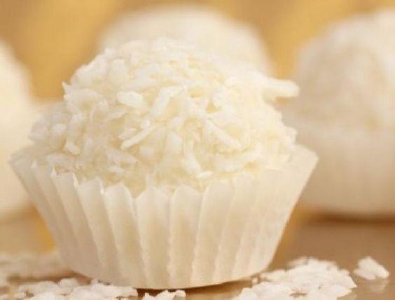 Agregar a tu RECETARIO 0Golosinas típicas de Venezuela INGREDIENTES 3 tazas de azúcar (600 gramos) 1 taza de agua (250cc.) 1 taza de leche en polvo (120 gramos) 2 tazas de coco rallado (seco) (200 gramos) 1 cucharada de vainilla PREPARACION Se pone en un recipiente el coco junto con la leche en polvo y …