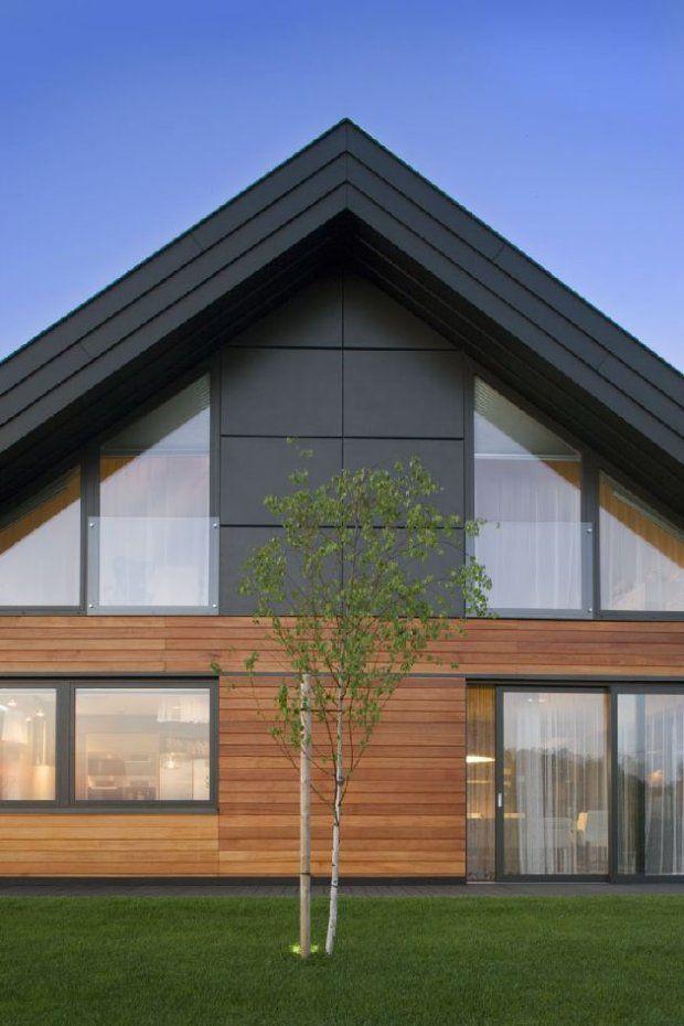 Elewacja zachodnia. Trójkątne okna  na piętrze należą do sypialni i łazienki