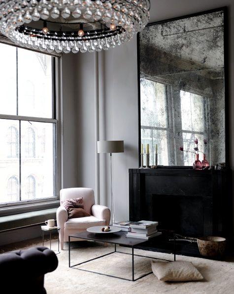 Lo que me gusta de esta sala de estar es la chimenea, y una ventana que de mucha luz, esas dos cosas son infaltables para las estaciones del año...