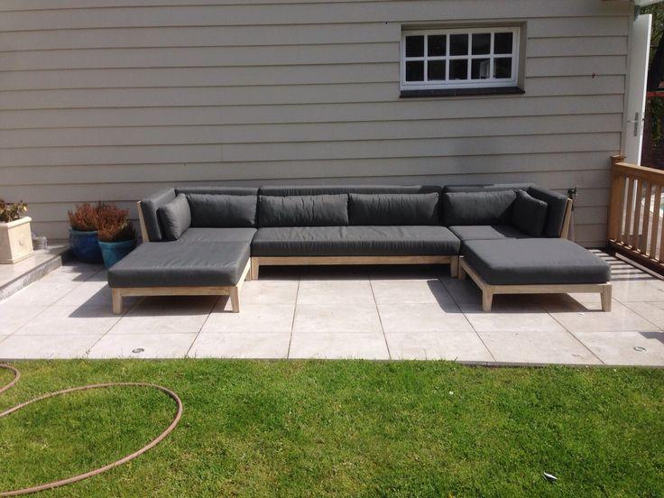 Teakhouten loungeset. Exclusief ontwerp, uitsluitend verkrijgbaar bij ROYAL DESIGN exlusieve buitenmeubelen. http://www.royaldesign.nl/lounge-tuinmeubelen/teak-lounge-meubelen