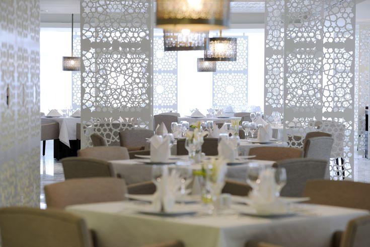 Arabic restaurant radisson royal 5 star hotel in dubai for Diner style curtains