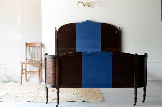 Vintage House, Bed Frames, Antiques Furniture, Diy Art, Painting Beds, Antiques Beds, Diy Headboards, Blue Stripes, Beds Frames