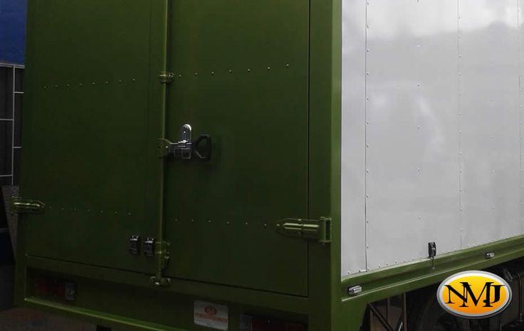 Nuestros furgones están diseñados para adaptarse a cualquier aplicación en su negocio proporcionando años de servicio sin problemas. http://www.carroceriasyfurgonesnmj.com/camiones-furgones-camionetas-4x4-con-furgon-reparaciones-nuevas-y-usadas-en-venta