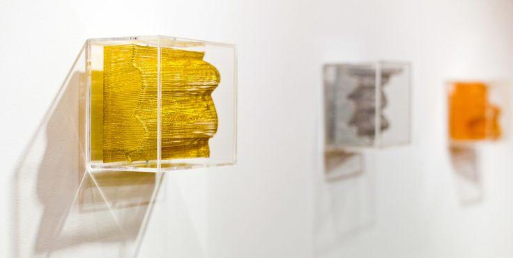Campos de algodón, 2013. Hilo cobrizo, plateado y dorado / metacrilato. 13 x 14 x 10 cm/ud.
