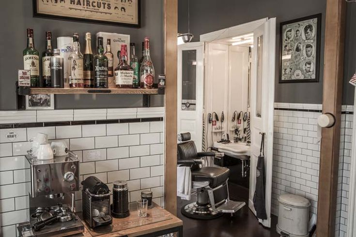 Beardy Boys is the coolest barbers in Berlin, with a great design and a cult following. You can see it takes on that old school barbershop feel.  #beardyboysberlin #barbier #barbers #barbershop #barbershopideas #berlin #prenzlauerberg http://belliatasalonsoftware.com