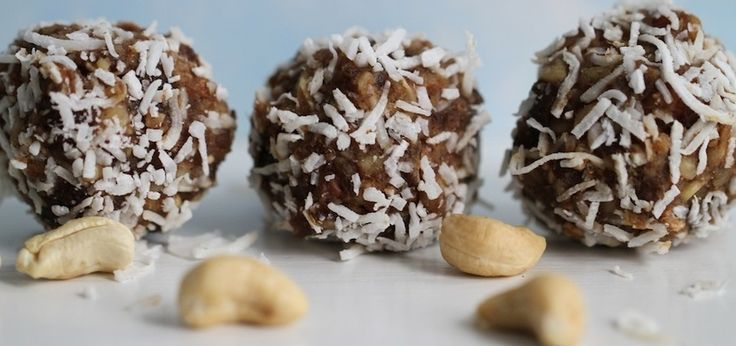 Holiday Cashew Balls That Will Satisfy Sugarholics (Gluten-Free & Vegan)