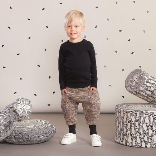 SPACE housut baby, kelta - ruskea| NOSH Lasten talvimallistossa seikkailevat lempeän pehmeät jääkarhut, graafiset raidat ja ilmeikkäät leikkaukset. Tutustu mallistoon ja tilaa verkosta, NOSH vaatekutsuilta tai edustajalta www.nosh.fi / (This collection is available only in Finland )