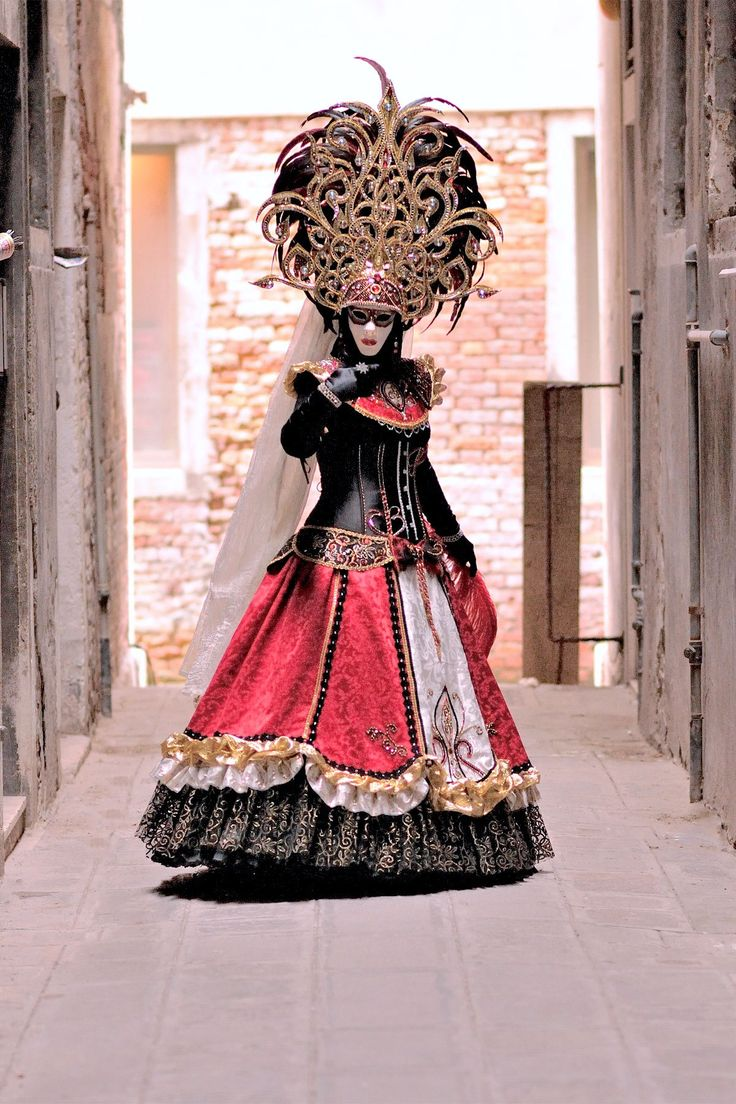 Elegant dress and headdress in coral, gold and black ~ Carnevale - Venezia by Giulio Annibali