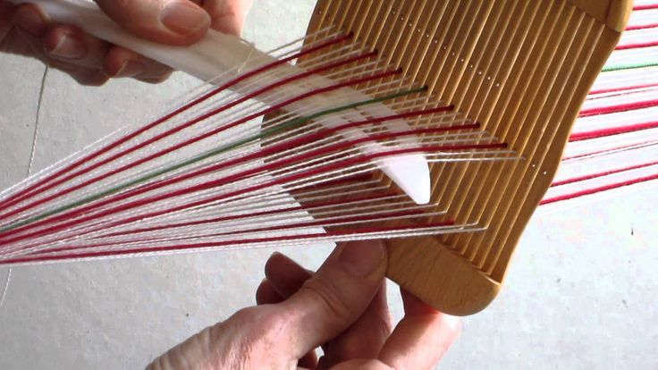 Susan Foulkes demonstrates how to weave a Sami band using a rigid heddle.