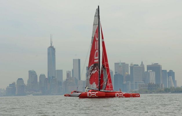 French professional sailor Francis Joyon takes his trimaran IDEC past Manhattans skyline Thursday. Joyon arrived in New York with his trimaran as he waits for a ...628 x 402 | 27.9KB | www.timesunion.com