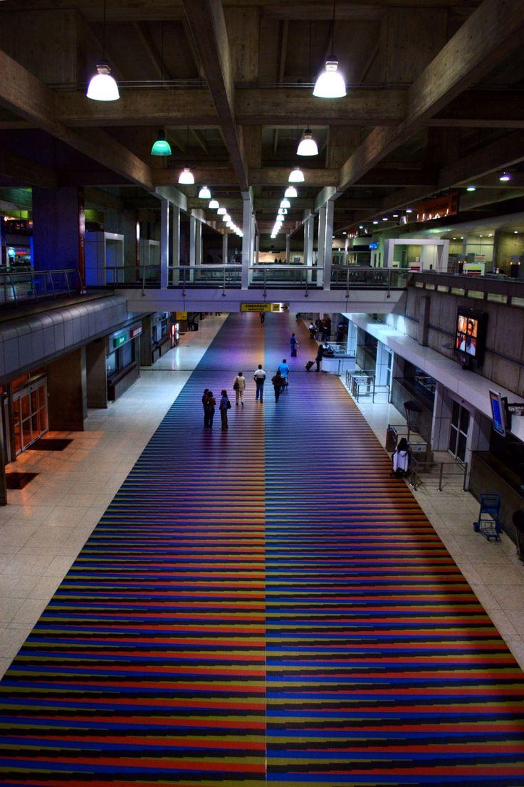 Aeropuerto Internacional de Maiquetía Simón Bolívar (CCS, Vzla) Cromointerferencia de color aditivo (Carlos Cruz Diez) #Venezuela