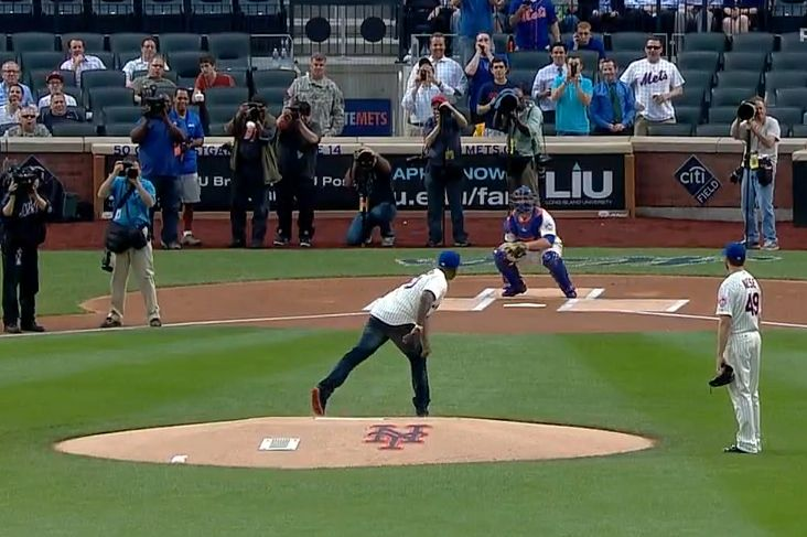 50 Cent Throws Out Dreadful First Pitch at New York Mets Game