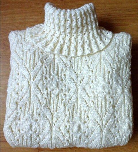 """Вот связался такой свитер к вернувшейся зиме :)    А вот и схемка  Только я, наверное, лопухнулась и вязала узор только по лицевой строне, а надо было и по изнанке. Потому мои """"бабочки"""" получились так…"""
