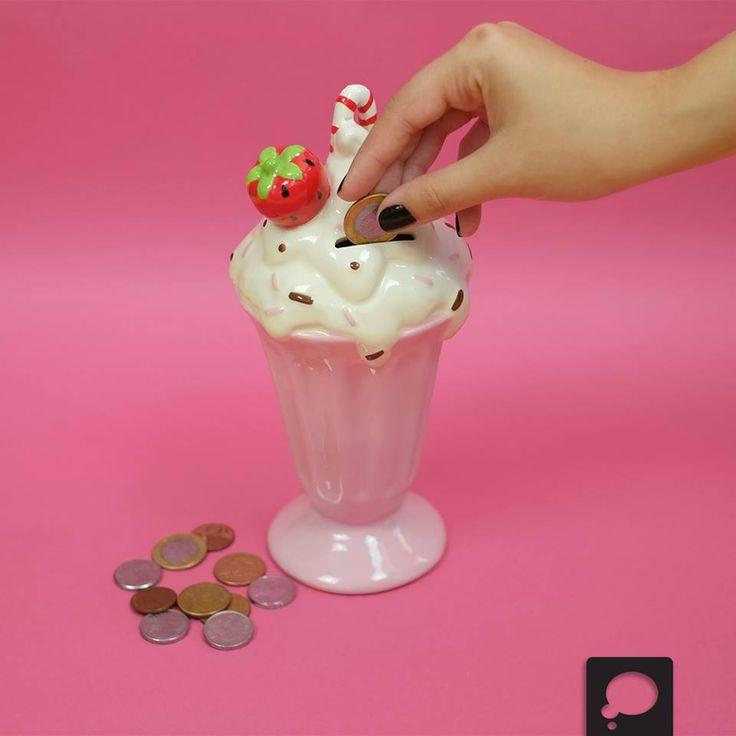 Cofre milkshake de morango na loja virtual: http://goo.gl/b3RPLI E nas lojas de todo o Brasil: http://goo.gl/GCHLfq