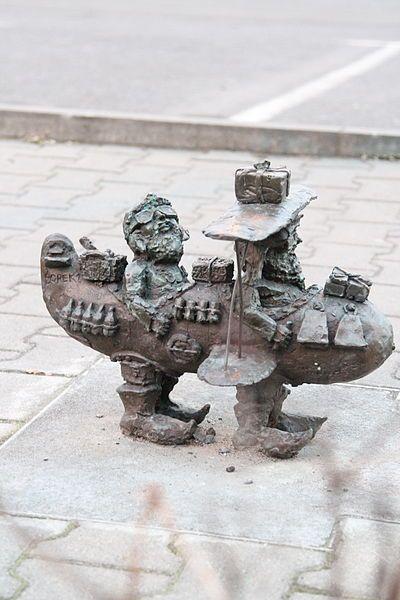 File:Lotnicy (Aeronauts) Wroclaw dwarf 03.JPG