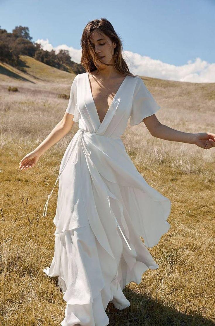 19 Wedding Dresses For The Minimalist Bride Casual Wedding Dress Wedding Dresses Simple Minimalist Wedding Dresses [ 1111 x 735 Pixel ]