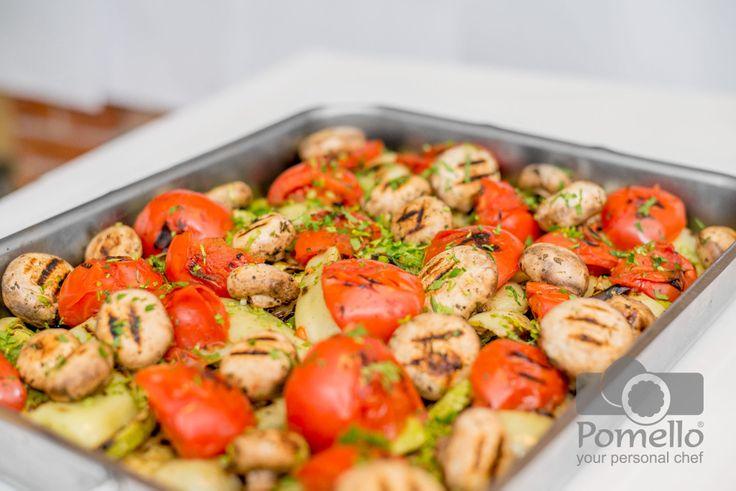 Legumele la gratar sunt pline de savoare, culoare, desfatare... Comandati pentru acasa, cu un click: http://www.pomello.ro/garnituri/legume-la-gratar-legume-la-gratar.html