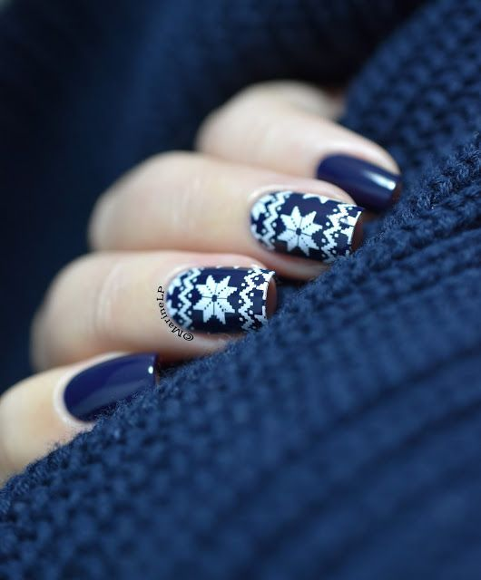 Blue sweater nails | Nailstorming