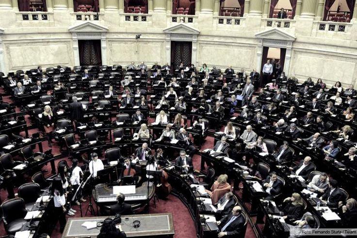 El Senado convirtió en ley el proyecto de Presupuesto 2015 http://www.ambitosur.com.ar/el-senado-convirtio-en-ley-el-proyecto-de-presupuesto-2015/ La Cámara de Senadores convirtió anoche en ley el Presupuesto de la Administración Nacional para el año 2015 que proyecta un crecimiento del Producto Interno Bruto del 2,8 por ciento y un avance de casi tres puntos en el nivel del consumo.      La iniciativa fue debatida durante más de nueve horas