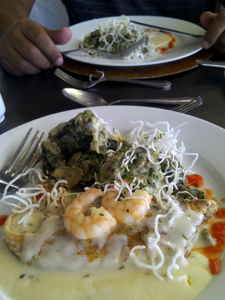 Congrio ao molho de Camarão e Côco com  Purê de Espinafre (Restaurante Giratório, Santiago, Chile)